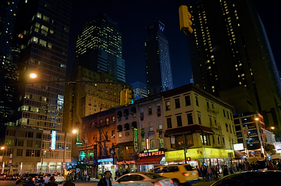 No tripod, no problem. Minimal noise even at 3200 ISO. Handheld in NYC's theatre district at 1/50 sec., f/3.5, 18mm.