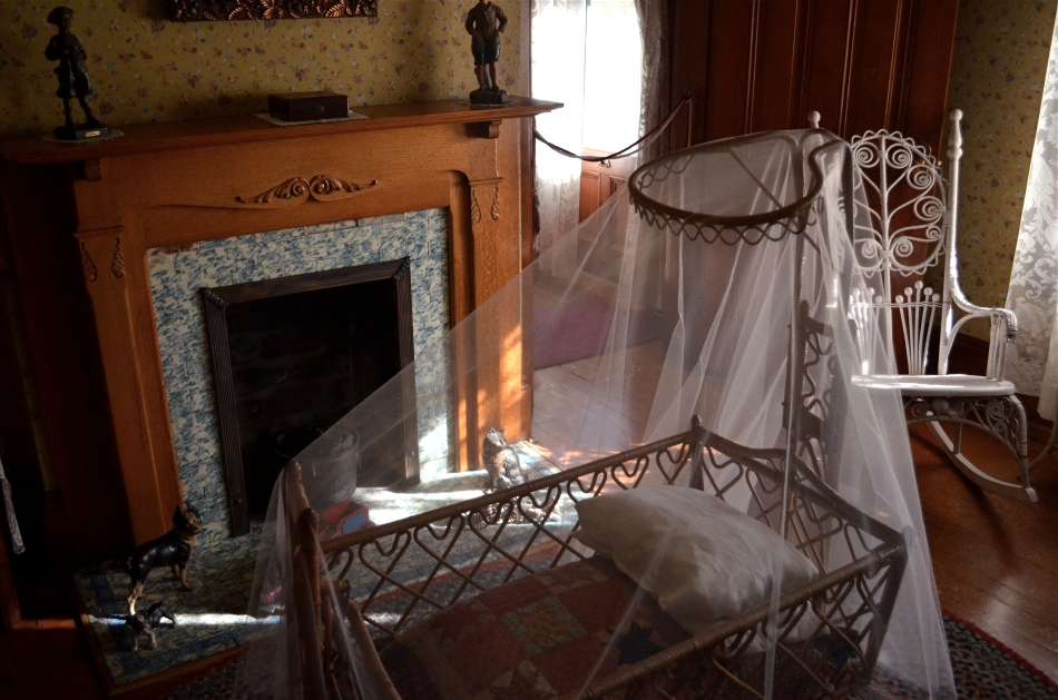Child's bedroom, Rosson House Museum, Phoenix, AZ. 1/80 sec., f/3.8, ISO 640, 22mm.